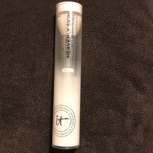 New Unopened It! Cosmetics Heavenly Skin Brush